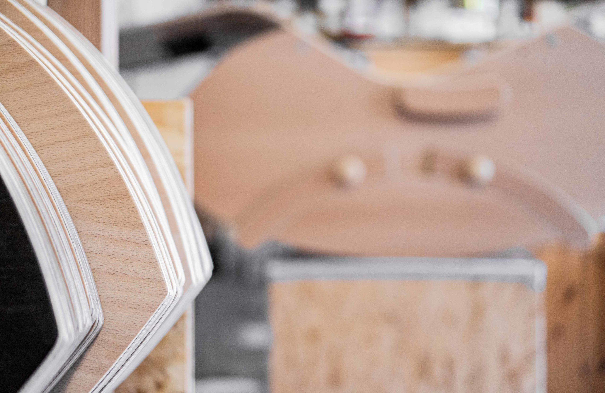 ALLTON-Muselounger-Holzdesign-Hintergrund